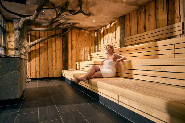 Sequoia sauna met model